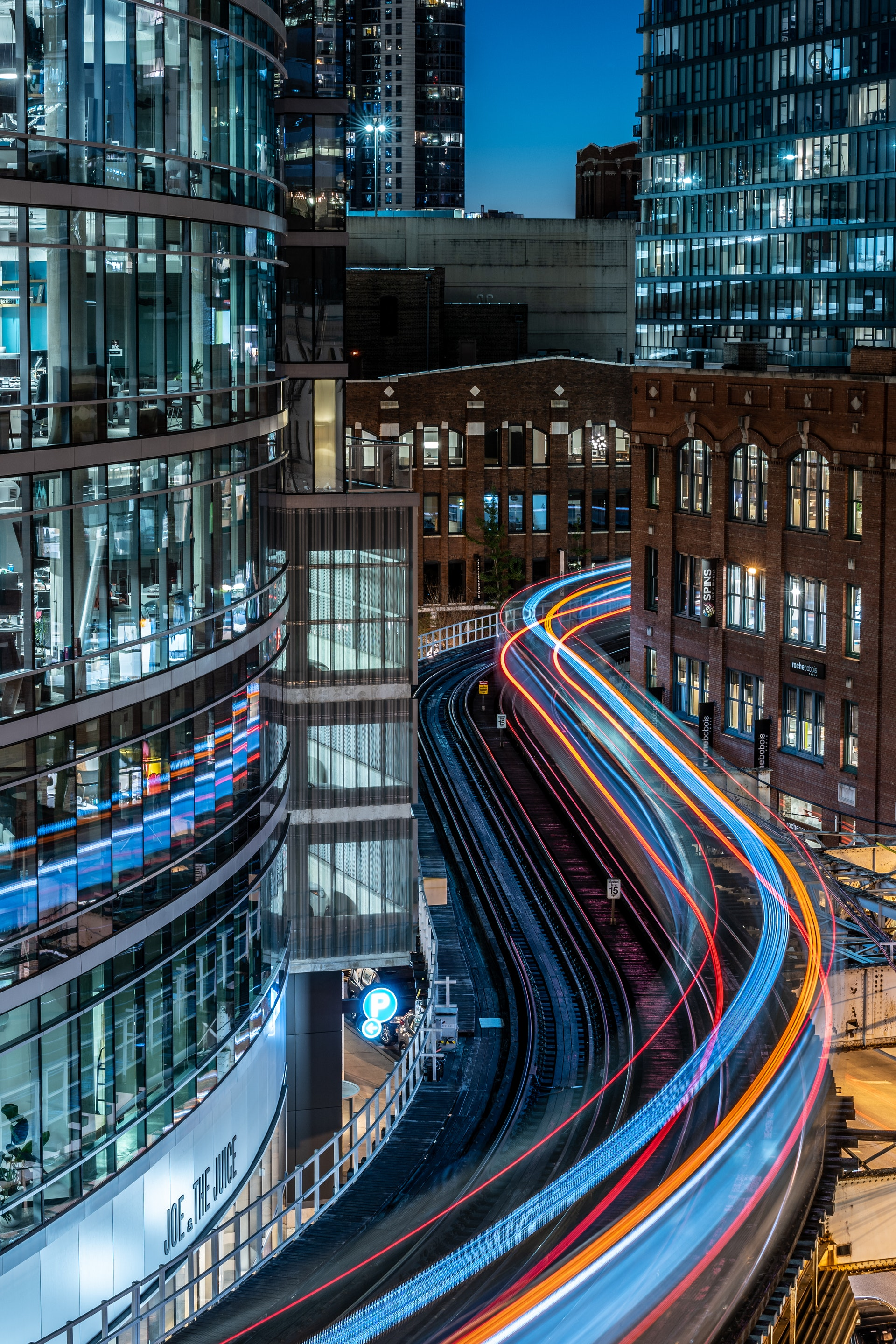Moderne Aufnahme von Straße mit Überbelichtung